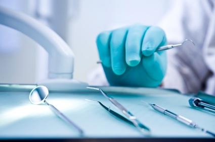 Dentisti abusivi in aumento in Italia. Colpa della crisi?